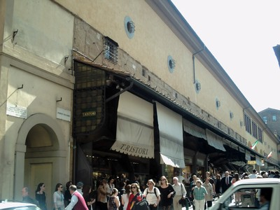 HISTORIC  FLORENCE  ITALY. -- Shops  on  the  Ponte  Vecchio.   Bridge  from  1345,  over  the  river  Arno.