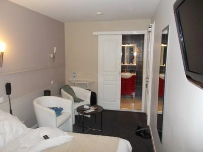 LA  ROCHELLE.  FRANCE.    Hotel  room.