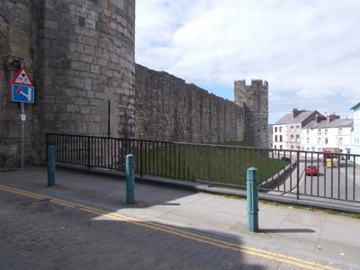 CAERNARFON  WALES UK   Town Wall.