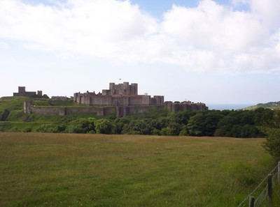 DOVER  ENGLAND.--- Dover  Castle,  Medieval  castle  on  cliff  top  above  the  town.