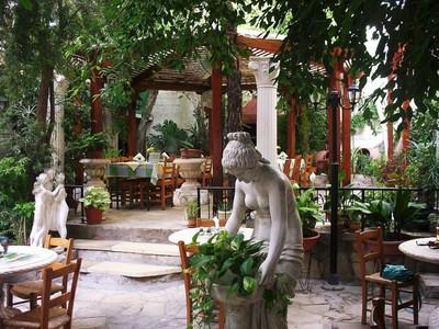 CYPRUS   PAPHOS.. Hotel Kyniras,  outside dining area in garden.
