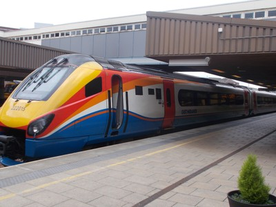 EAST MIDLANDS TRAIN AT LEICESTER.