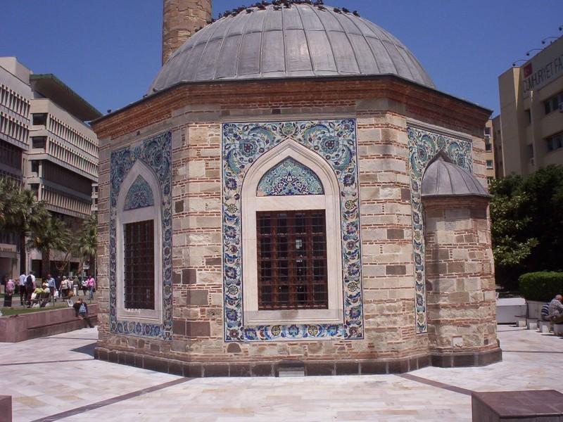 TURKEY  IZMIR.   Mini Mosque known has Yali. ,in Konak Square.