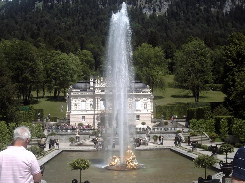 LINDERHOF GERMANY.  Fountain  in  full  flow.