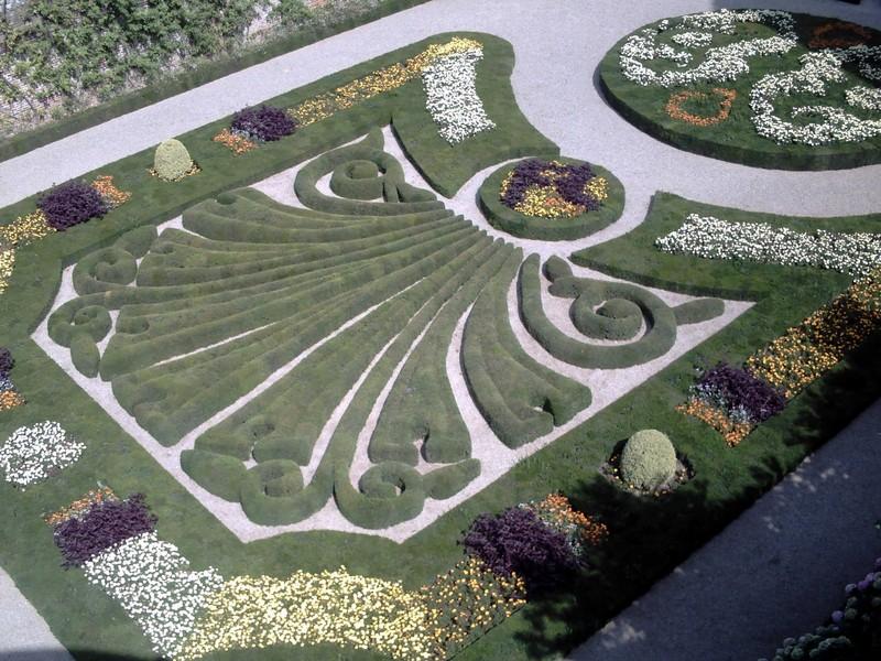 ALBI  FRANCE. ---  Palais de  la  Berbie  Gardens.