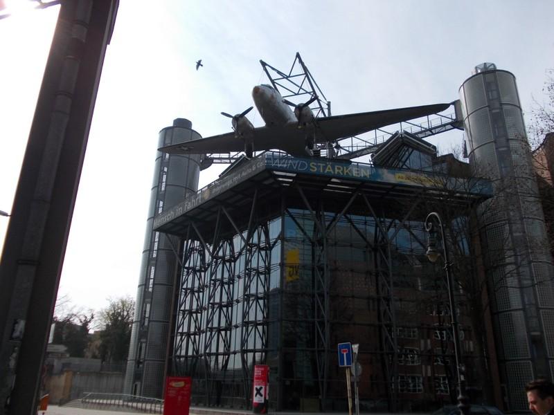 New building on Landweiir Canal.