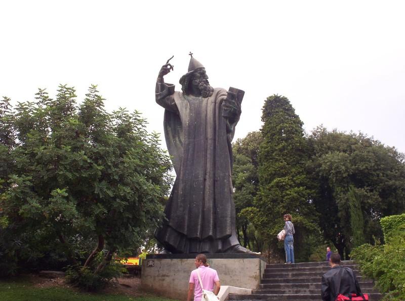 SPLIT CROATIA      . Statue of Bishop Gregory of Nin,  in the Giardin Park.