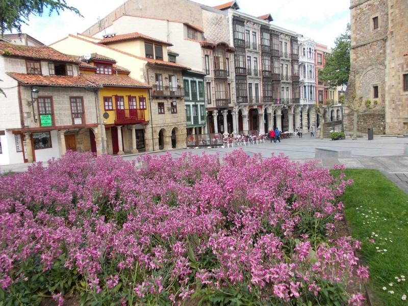AVILES,  SPAIN.  --  Splendid facades..