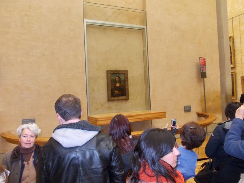 PARIS,  FRANCE,  Louvre  Museum. --  Mona  Lisa by Leonardo de Vinci.