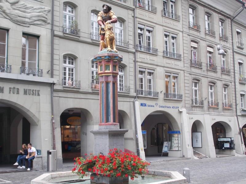 BERN,  Simsonbrunnen  fountain,  Samson killing the lion.