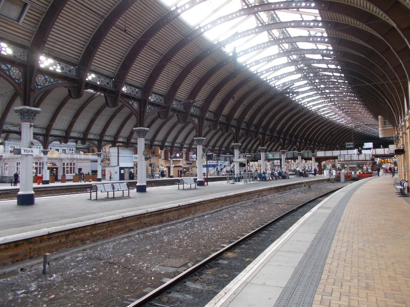 YORK  STATION.   Roof 42 ft  above  the  Platforms ,with the  iron  columns