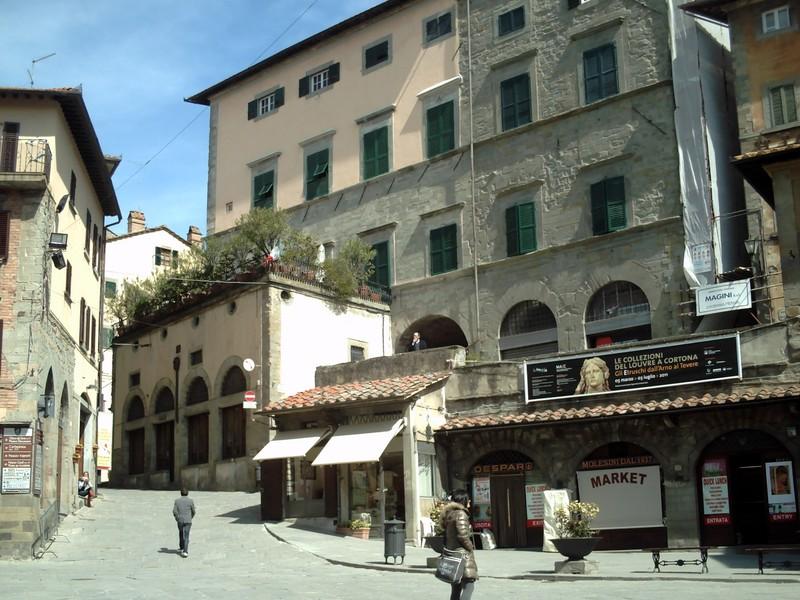 CORTONA  ITALY --  Piazza  del  Republica.