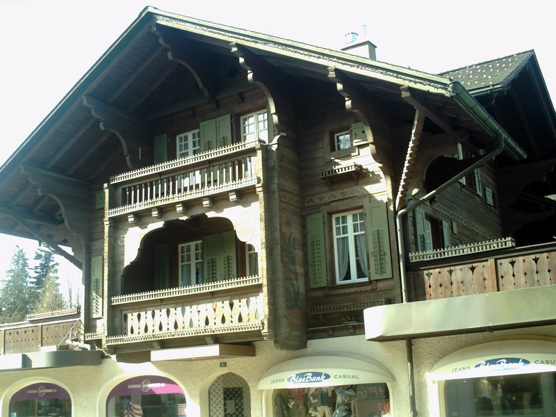 GSTAAD  SWITZERLAND. --  Luxury shops  in  main  street