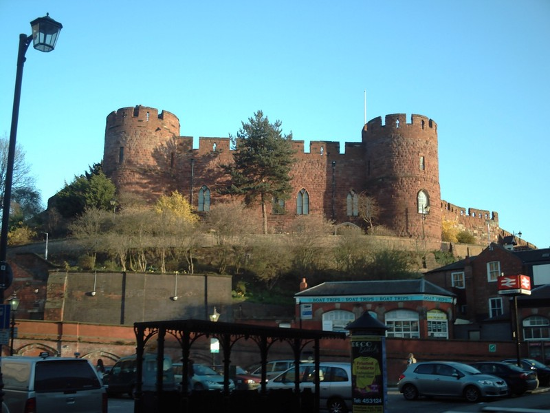 SHREWSBURY,  ENGLAND  ----   Red  bricked  Castle,  above the  rail  station.