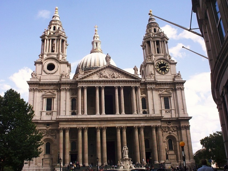 LONDON  ENGLAND.   St  Pauls  Cathedral.--Anglican  church.   Was  designed  by  Christopher  Wren.