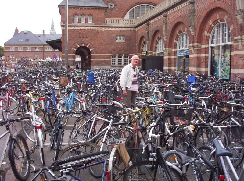 COPENHAGEN  DENMARK.        Where did i leave my bike ?
