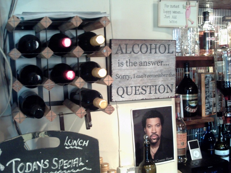 LUDLOW,  ENGLAND. ---  In  a  Ludlow  pub.
