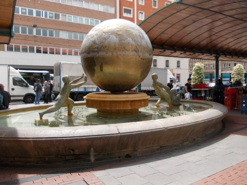 VALLADOLID  SPAIN.   Globe  fountain  in  Plaza de  Espana.