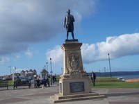 CAPTAIN JAMES COOK R.N. STATUE ON WEST CLIFF.
