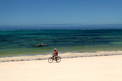 The sand on Kiwengwa Beach is very fine and compacted which makes it possible to cycle.