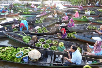 Lok Baintan floating market.
