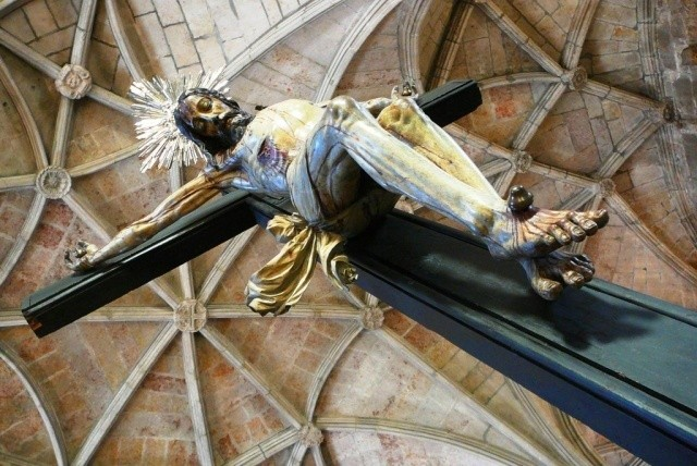 Inside the church at Jeronimo monastery; looking up to Christ.