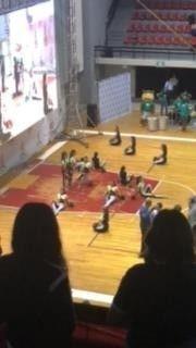Partido de futbol en el gimnasio