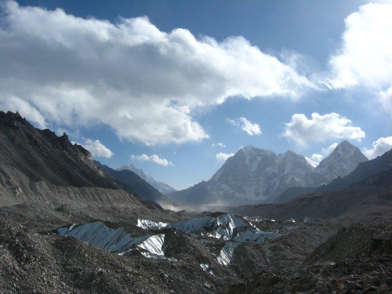 large_Everest_Ba..rek_140.jpg