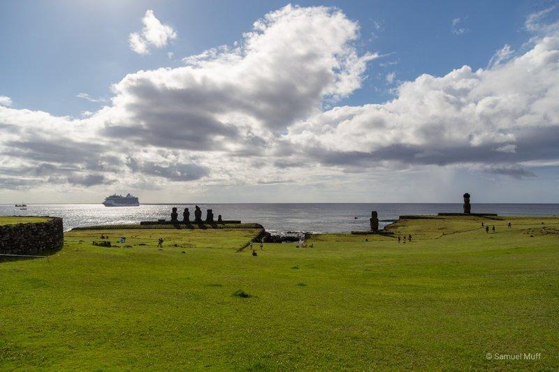 3 groups of Moai facing away from the ocean