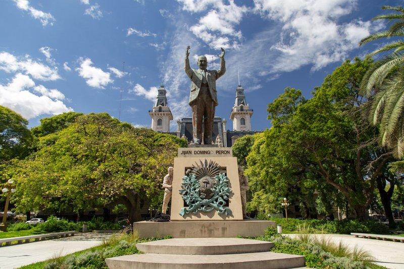Statue of former president Juan Perón