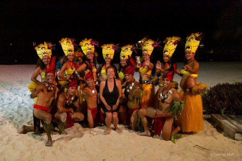 Marta with Polynesian dance performers