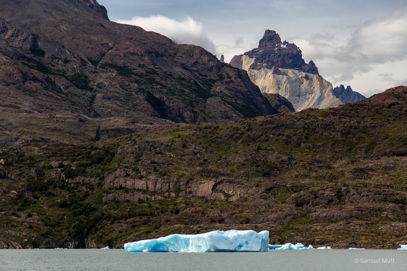Iceberg on Lago Grey with part of Los Cuernos visible in the background
