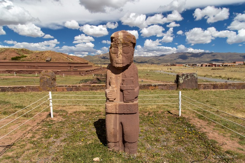 Statue of the Tiwanaku culture