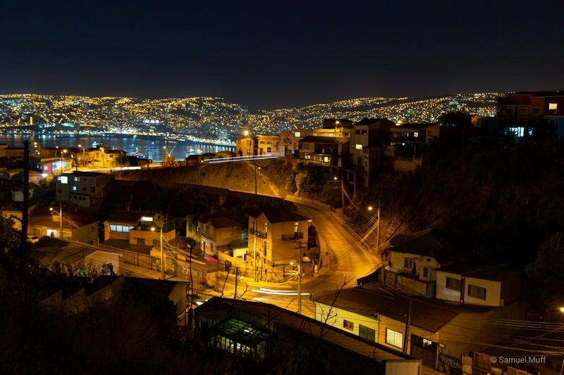 Valparaíso by night