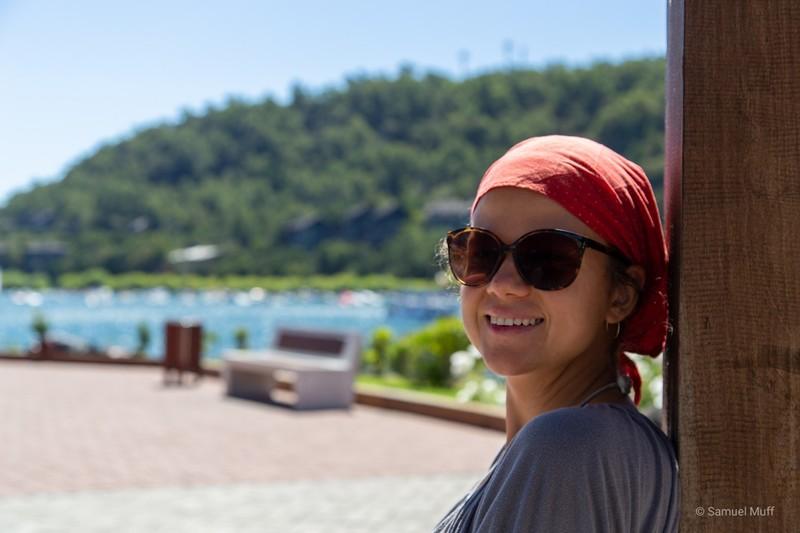 Marta at the shore of Lago Villarrica in Pucón