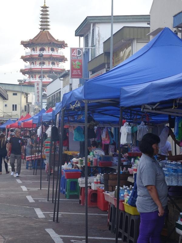 Sibu - night market and Tua Pek Kong Temple