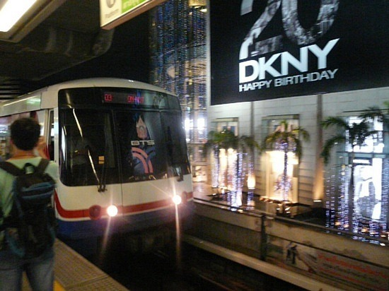 Rqpid Transport train near Siam Centre