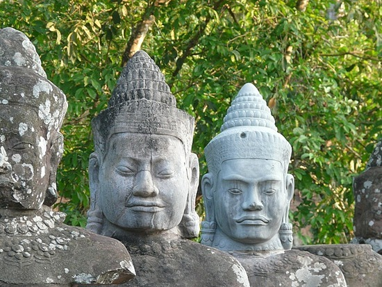 Figures at South Gate entrance to Angkor Thom