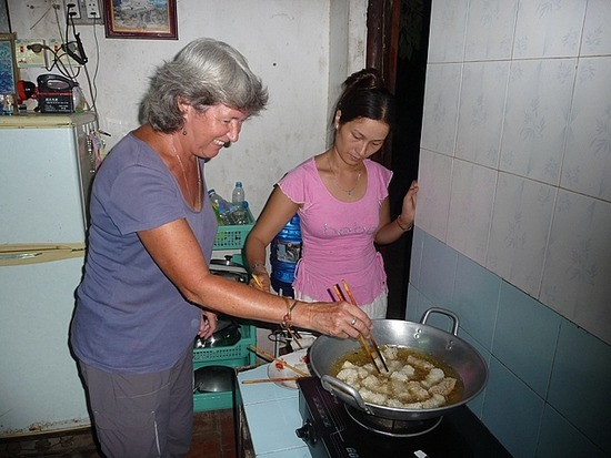 Homestay - Lindsey cooking Spring Rolls!