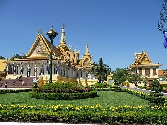 Palace and Silver Pagoda 2