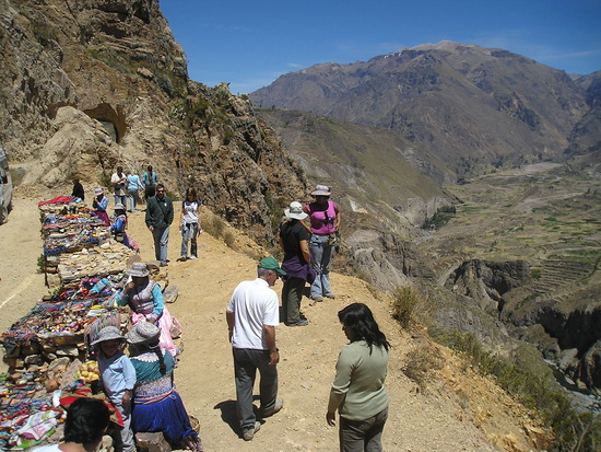 Colca Trip - Stop with sellers