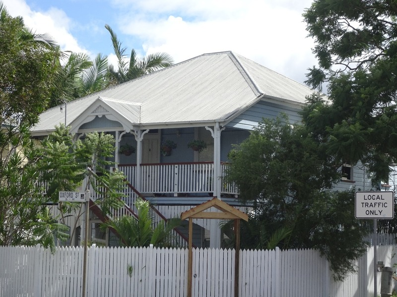 Bulimba - typical colonial house on Oxford Street