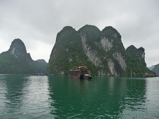 Halong Bay Scenes 4