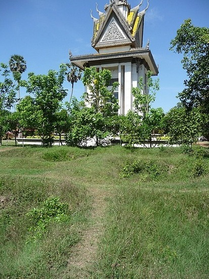 Choeung Ek - Stupa and area of mass graves