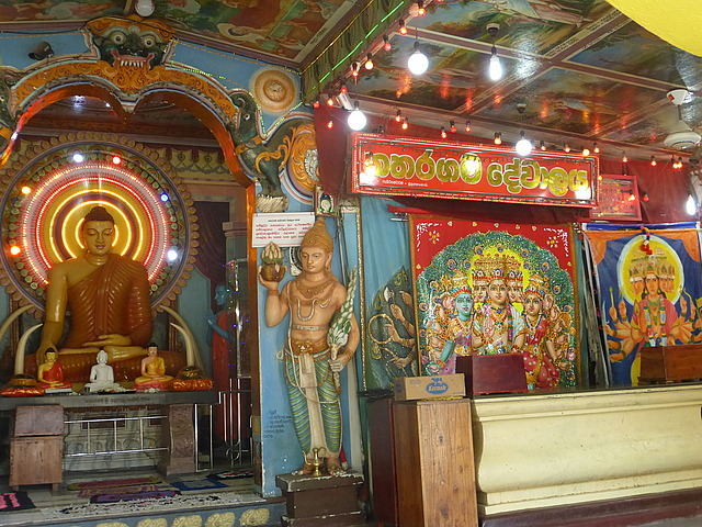 Kataragama - temple with mix of Hindu/Buddisthe im