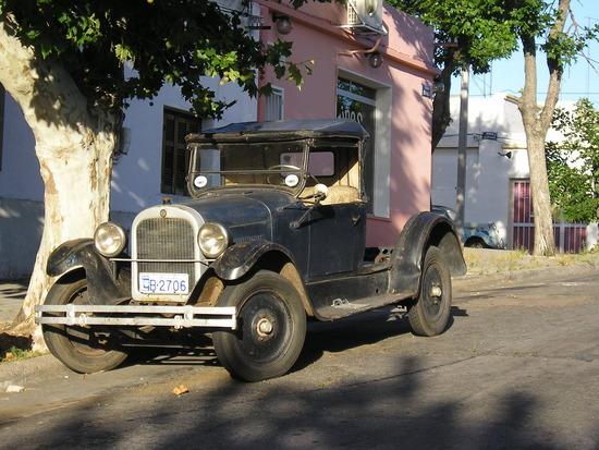 Colonia del Sacramento - Local Car!