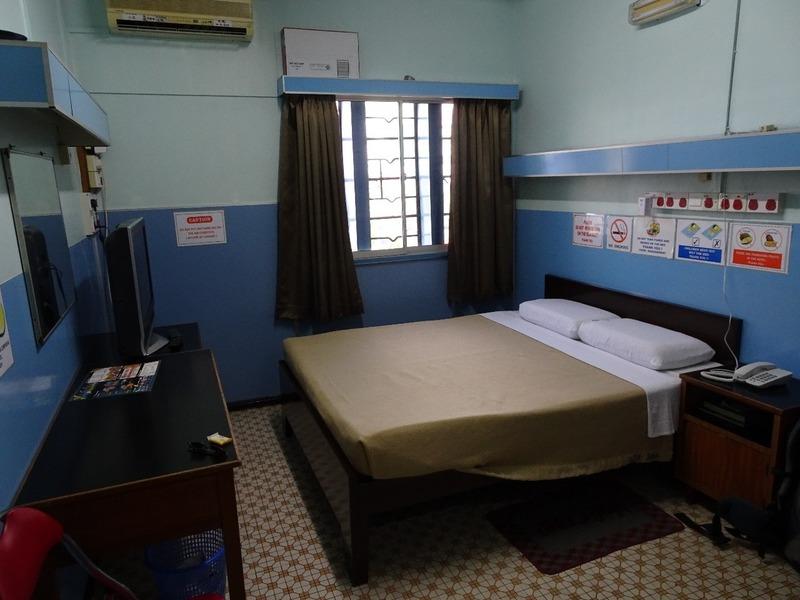 May Fair Hotel bedroom