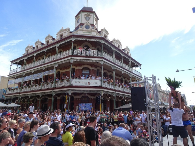 Fremantle - National pub and crowd
