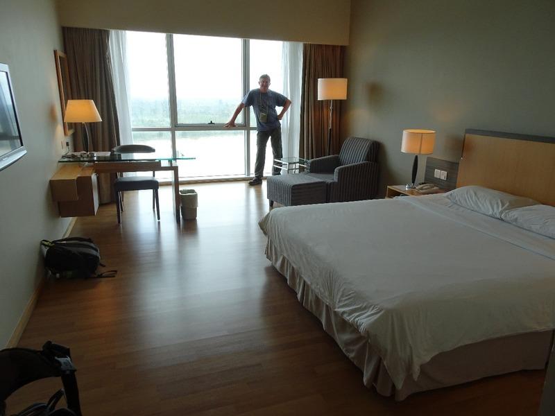 Hotel Kingwood - enormous room