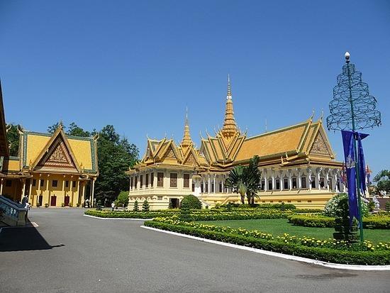 Palace and Silver Pagoda 3